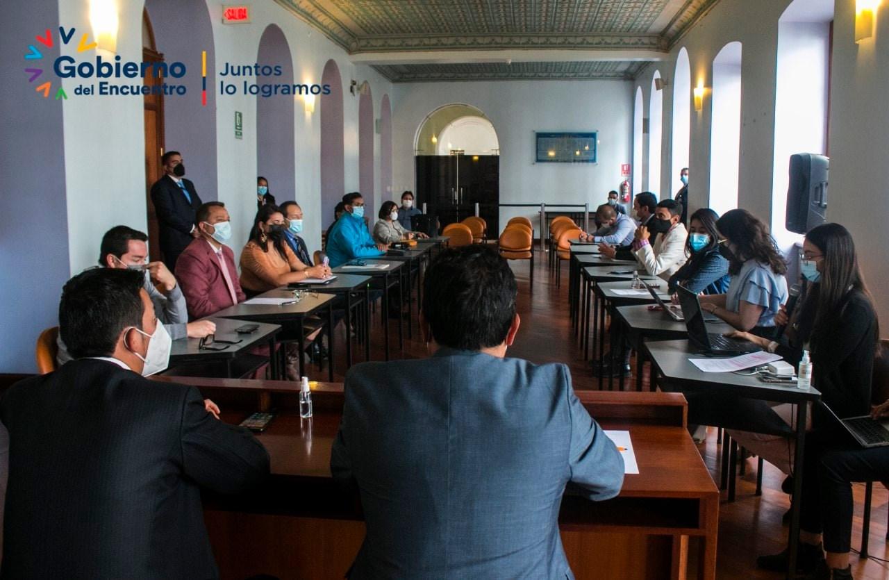 El Gobernador de Tungurahua, Ing. Fernando Gavilanes, en reunión con representantes de los MIES, Salud, Trabajo, Educación, Centro de Rehabilitación Social Ambato, entre otras, a fin de conocer los proyectos que se desarrollan en favor de toda la población Tungurahuense