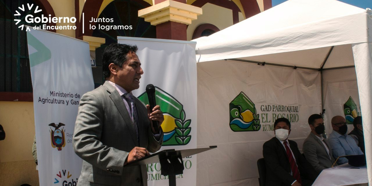El Gobernador de Tungurahua, Ing. Fernando Gavilanes, asistió en la parroquia El Rosario, a la inauguración del proyecto de Cosecha Y Optimización de Agua Lluvia para Riego en beneficio de cien familias del cantón Pelileo