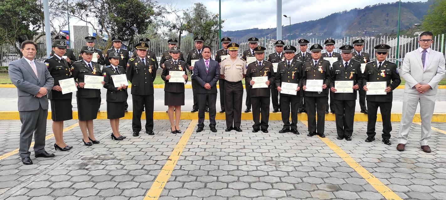 Gobernador de Tungurahua, Fernando Gavilanes, dió inicio al  evento de Condecoración a los Miembros de la Banda Instrumental de la Policía Nacional Zona 3